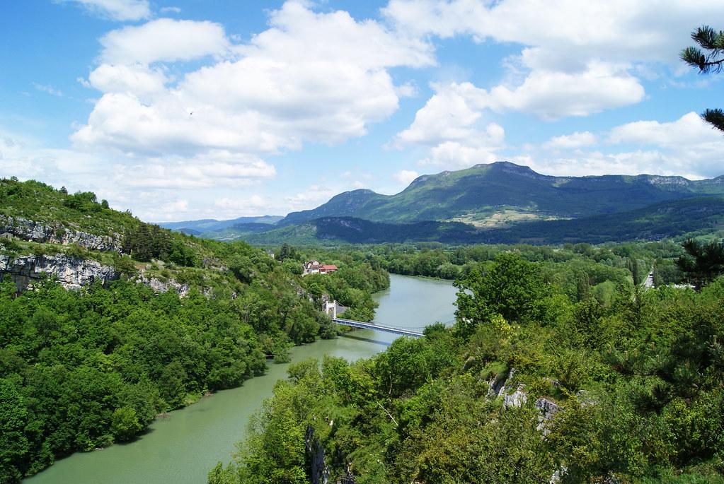 Le Rhône, la montagne de Parves et la Savoie