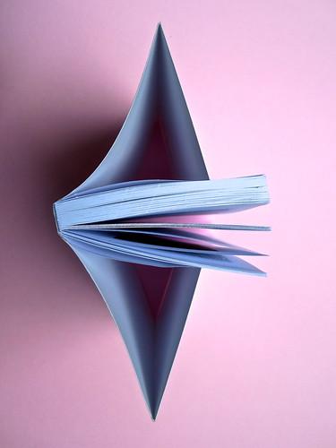 H. D., Fine al tormento. Archinto / RCS 2013. [responsabilità grafica non indicata]. Taglio superiore (part.), 1