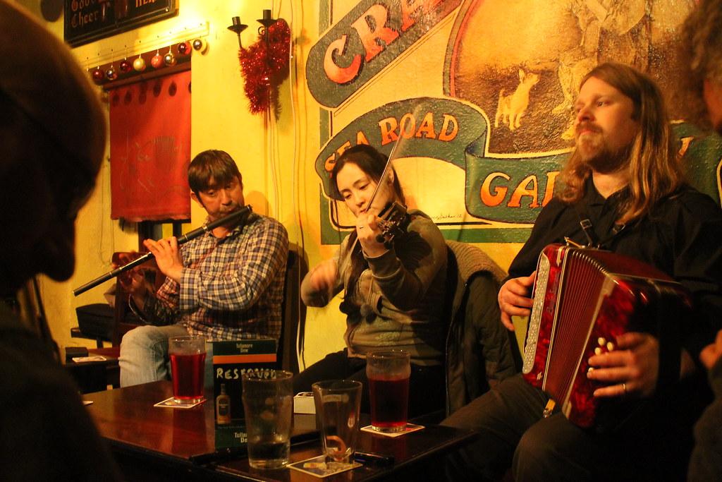 Escuchando música tradicional irlandesa