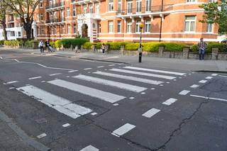 El actual cruce, desplazado 3 metros del original Abbey Road Abbey Road de Londres, el paso de peatones más famoso 11756414185 a645704452 n
