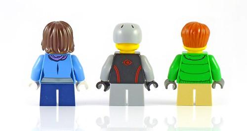 LEGO 10229 Winter Village Cottage figs02