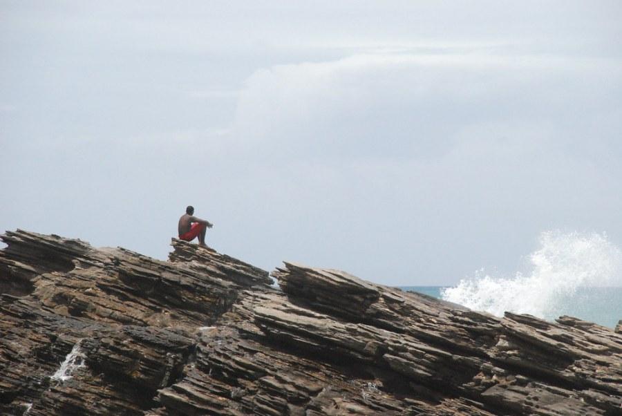 Hombre en las rocas - Playa