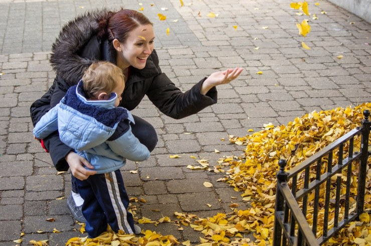 Throwing leaves with mommy