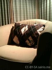 neulepaidasta-tehty-sohvatyyny