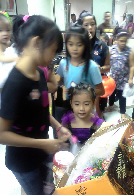 Makati City Hall Trick-or-Treat 20131030_141549