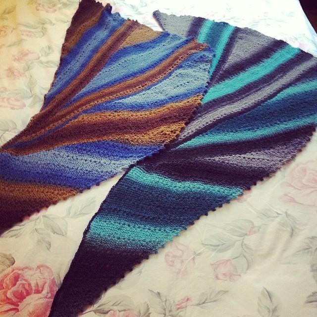Confronti #xmasgift2013  #shawl #jojilocatel #jojilocatelli #lavoroamaglia #handmade #knitting #knit #yarn #instaknit