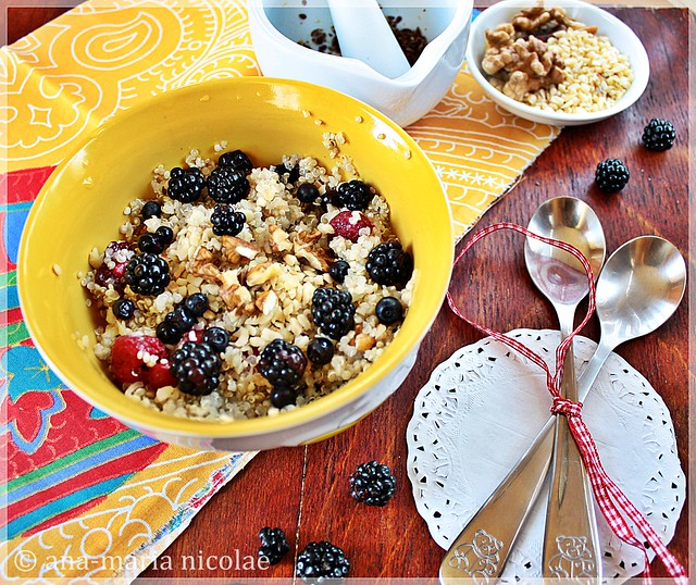 Quinoa, nuts & berries