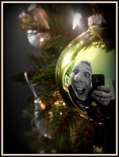 Merry Christmas Selfieball (13-12-2013). by Dynaries