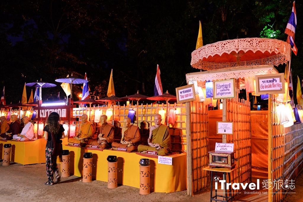 《清迈水灯节》三王纪念碑广场揭开节庆序曲,油烛光影点点虔诚祈福