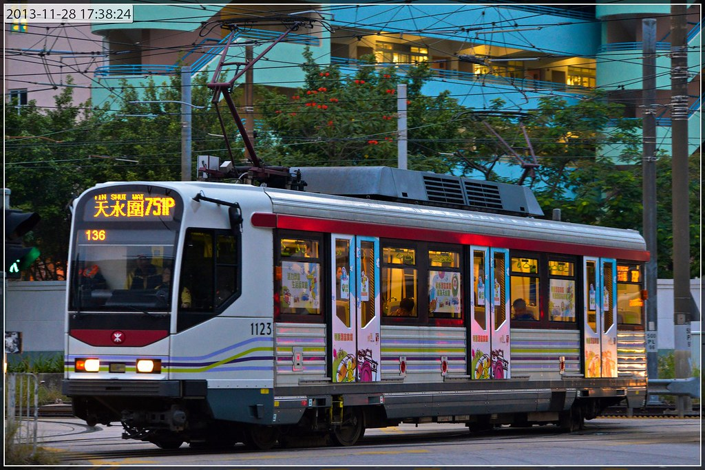 輕鐵第二度出現大幅車身廣告(已有相片) - 香港鐵路 (R1) - hkitalk.net 香港交通資訊網 - Powered by Discuz!