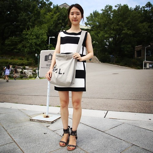We ended our little foray into the Ewha Woman's University with a bit more conservative, representative fare for the Koreans students these days. And her heavily-ornamented gladiator sandals are definitely the thing with the kids these days.