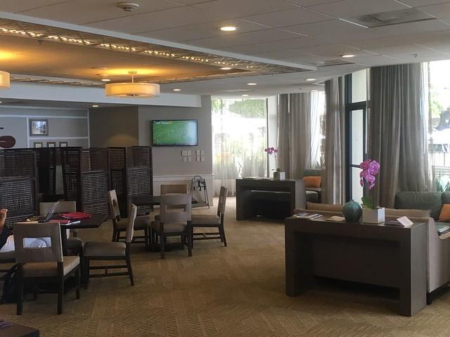 Westin Moana Surfrider - club lounge