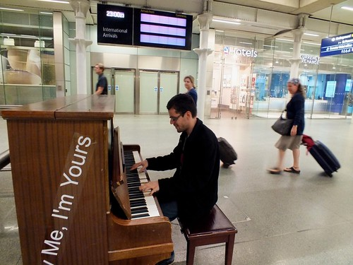 Howard Kahn playing ragtime piano at St Pancras International Station.