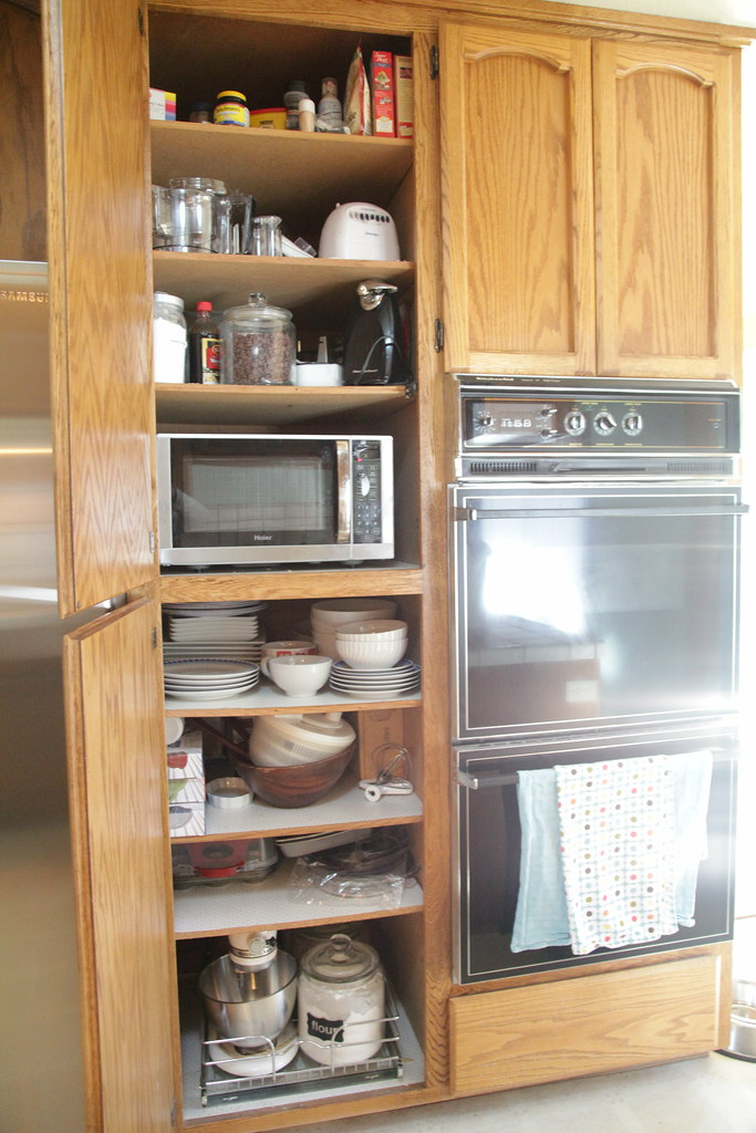 Before - Kitchen Cabinets