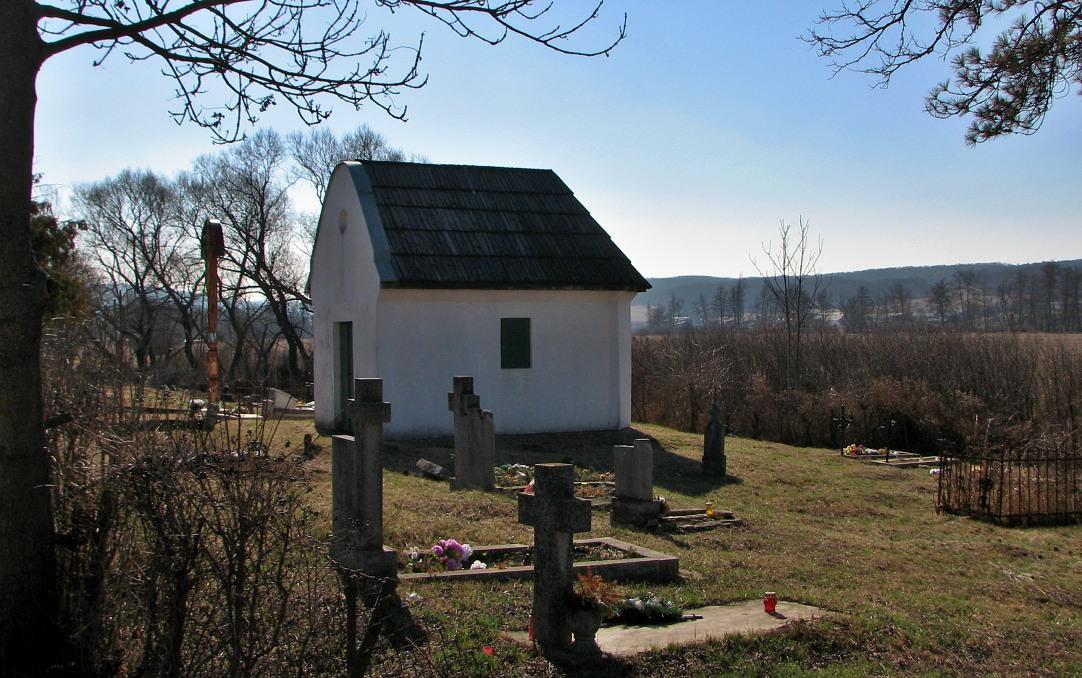 Pôvodná hrobka na cintoríne