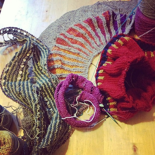 Compulsive caston ! #iolavoroamaglia #intarsia #lavoroamaglia #instaknit #winter #serialknitter #knitting #knit #cheaphappiness #ameliabefana
