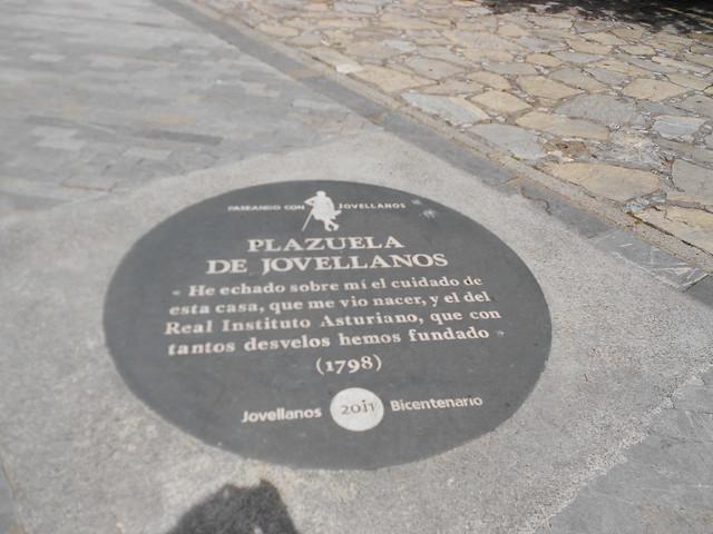 Placa Paseando con Jovellanos en la Plazuela de Jovellanos