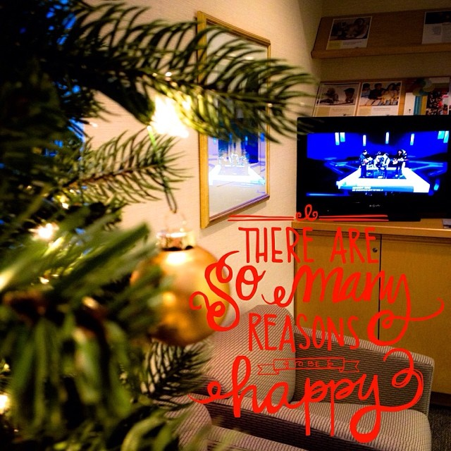 Dec 20 - I'm listening to... {Christmas carols & music on television @ work} #fmsphotoaday #christmas #television #carols #music #rhonnadesigns