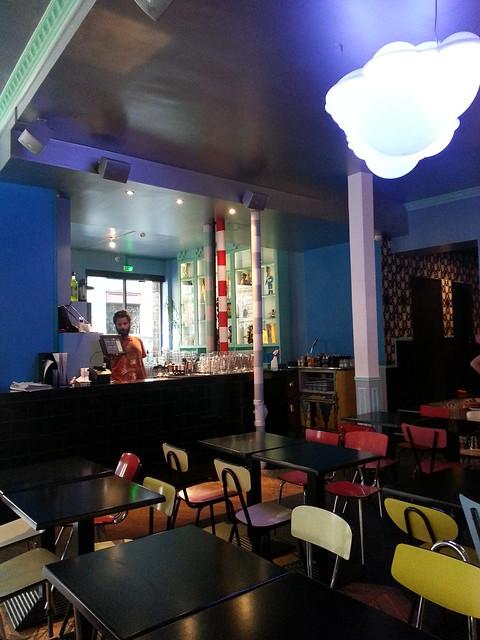 Le Fantome Bar Paris ambiance