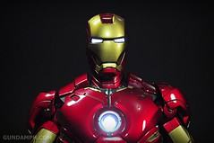 Hot Toys Iron Man 2 - Suit-Up Gantry with Mk IV Review MMS160 Unboxing - day1 (44)