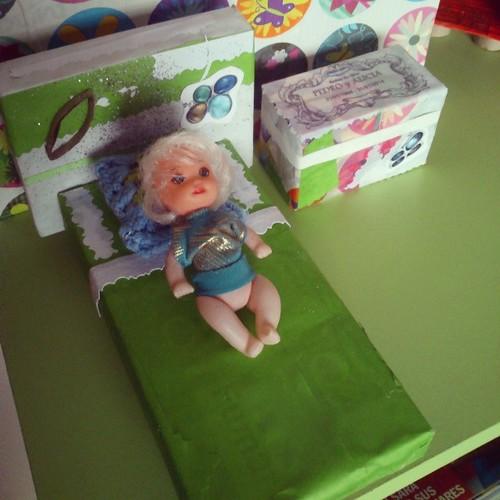 La cama y mesita de la casa de muñecas by alialba