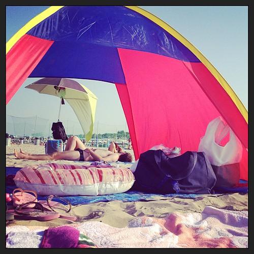 Attrezzi da spiaggia dimenticati #summer #cervia #figli #pinarella #cervia #sea #mare #palombaggia