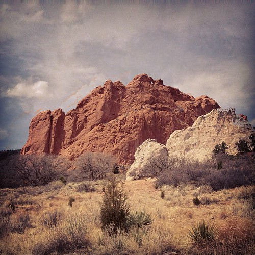 White vs Red at Garden of the Gods #coloradosprings by @MySoDotCom