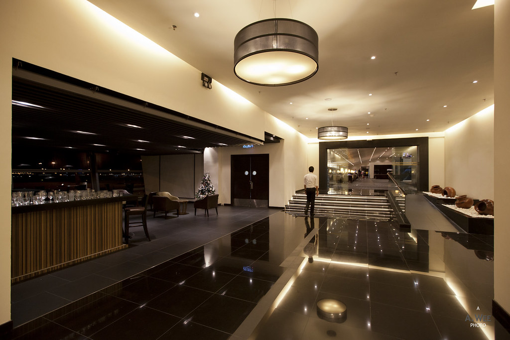 Entrance foyer to the lounge