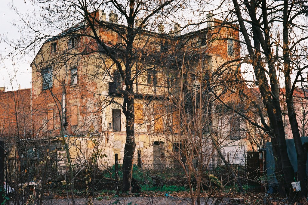 Kiev 4 + Helios 103 - Dilapidated House 1
