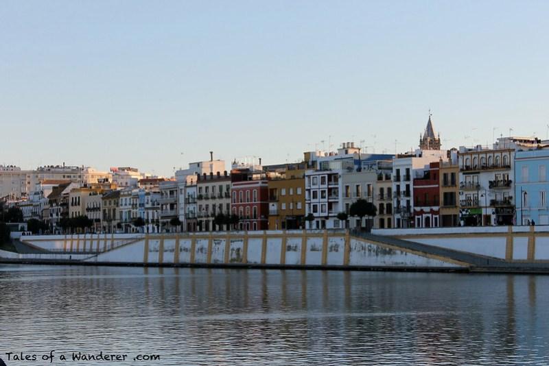SEVILLA - Río Guadalquivir / Calle Betis