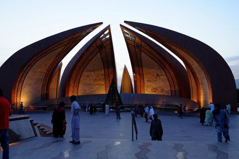 Risultati immagini per monumento nazionale pakistan