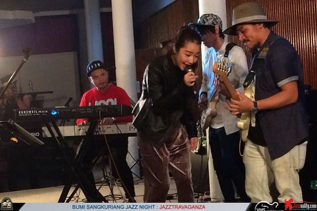 BumiSangkuriangJazzNight-Jazztravaganza-AdindaShalahita-BarryLikumahuwa (1)