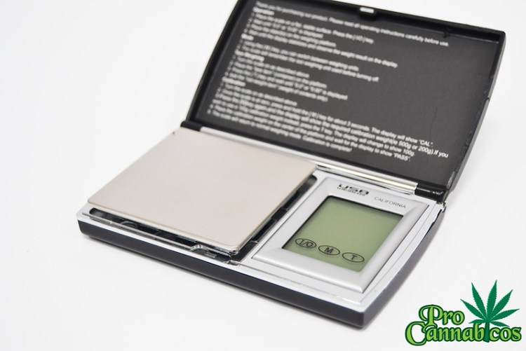 CALIFORNIA PROFFESIONAL DIGITAL POCKET SCALE (3)