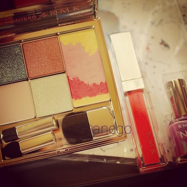 #rmk 今年のコフレがさっき届いたよ かわいい~ #makeupkit #coffret #コフレ #アイシャドウ