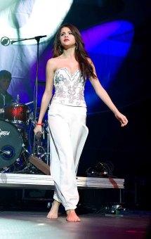 Selena Gomez - Sharing