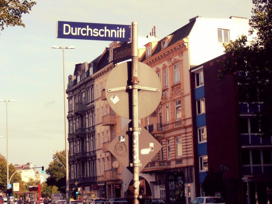 Straatnamen in Hamburg   foto alvarosa
