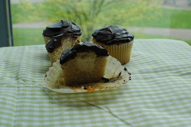 Boston cream pie cupcake 05