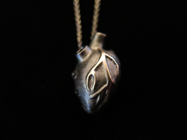 Solange Azagury-Partridge Heart of Darkness 18ct Gold Pendant