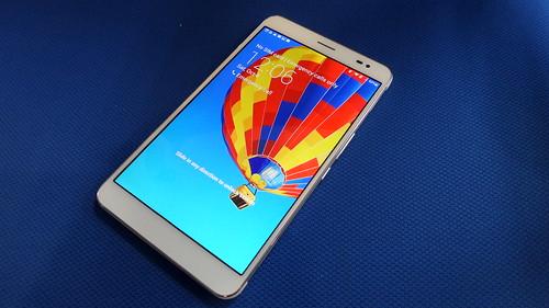 Huawei MediaPad X1 ด้านหน้า