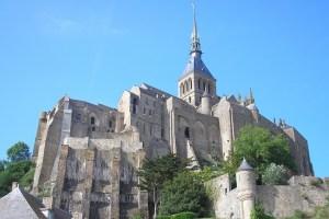 Vue de l'abbaye depuis le pied du Mont