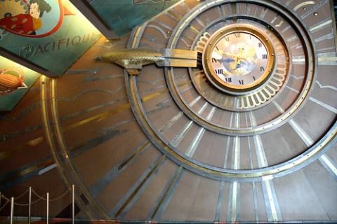 Zeppelin clock