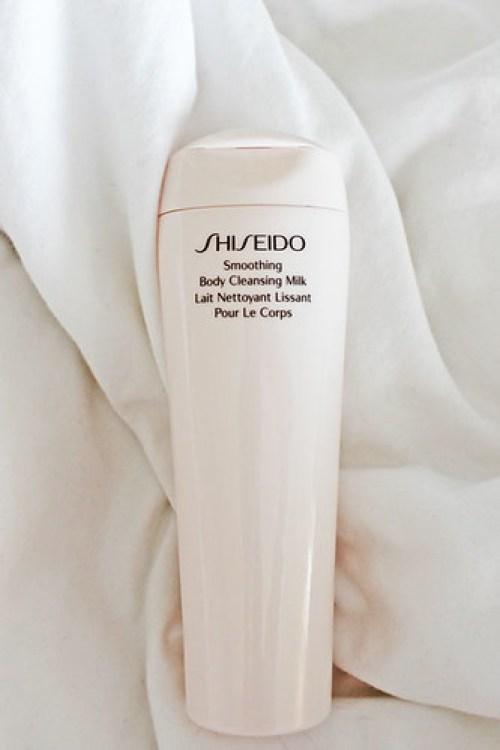 shiseido-lait-nettoyant-lissant-pour-le-corps