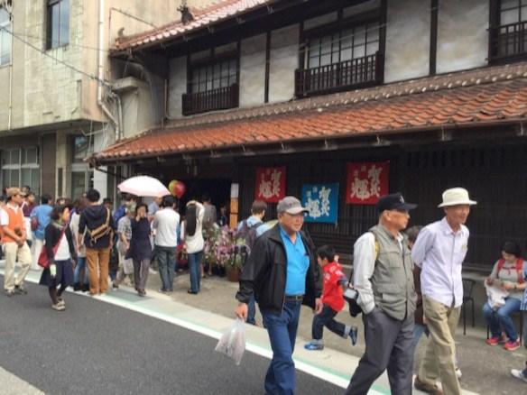 賀茂輝のお店の前は、こんな感じです。、