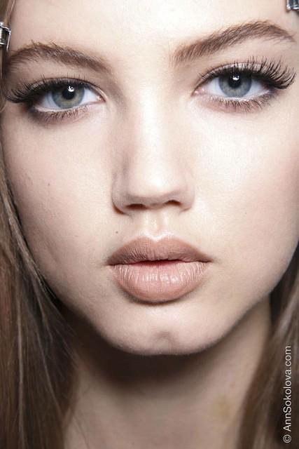 hbz makeup trends fw2014 mega lashes 02 Versace bks