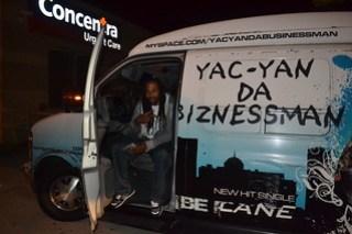 044 Yac-Yan Da Biznessman
