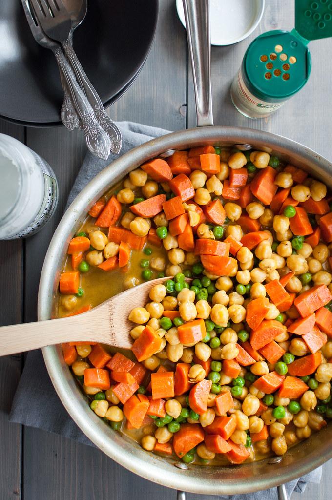 6 ingredient quick veggie curry (kid-friendly!)