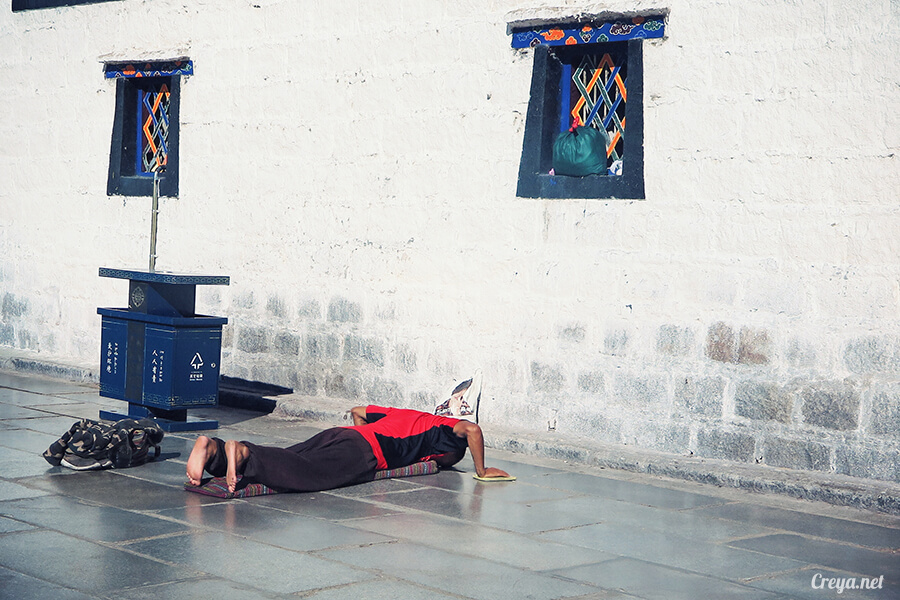2015.12.09 | Tibet 西藏踢北去 | 尋找藏人真正的拉薩中心,被信仰力量震撼的大昭寺與舊城區 20.jpg
