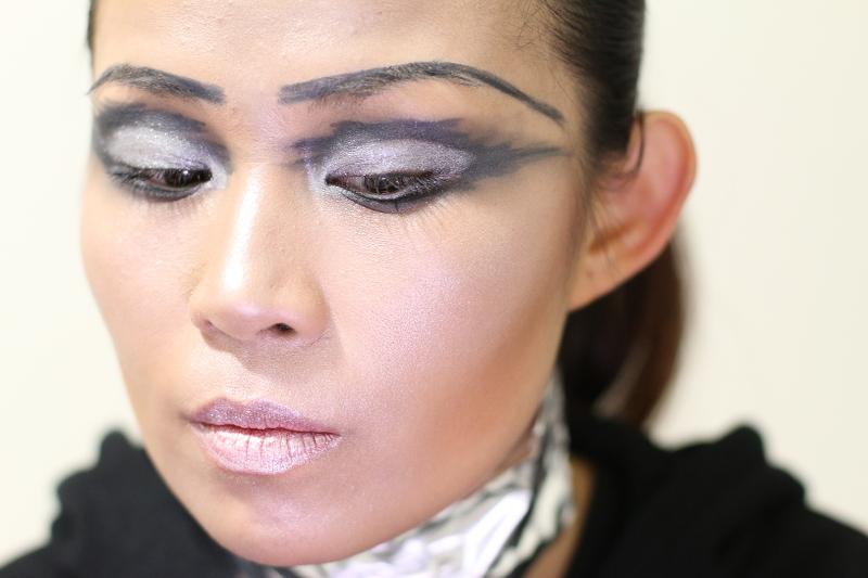 star-wars-chrome-captain-makeup-look-15