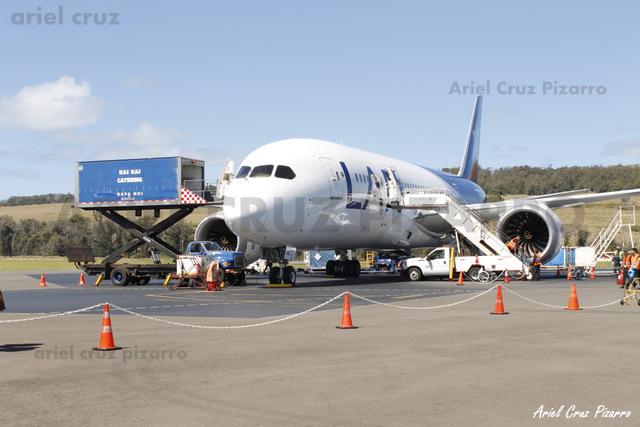 LAN Airlines - Isla de Pascua (IPC) - Boeing 787-8 Dreamliner CC-BBJ