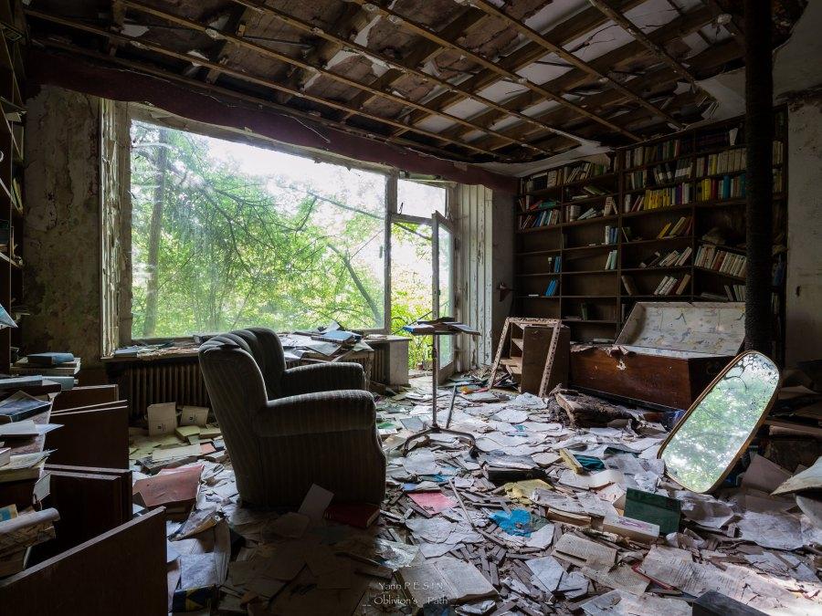 Dr Anna's House urbexlocatie, foto door Yann Pesin | Standort Hamburg